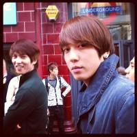 """[Pic] 120921 Jung Yonghwa Tweets Selca: """"Enjoying Being a Tourist"""""""
