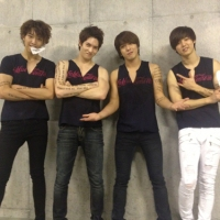 [Pic] 121021 CNBLUE Share Group Shot @ 'Come On' Arena Tour ~Final Day~ Saitama Super Arena