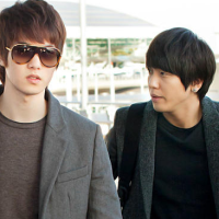 [Pic] 121127 Mysterious Jung Yonghwa & Lee Jonghyun Spotted @ Incheon Airport