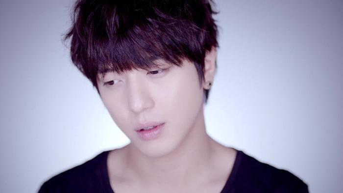 CNBLUE 4th Mini Album [Emotional Teaser] Yong Hwa ver. 29