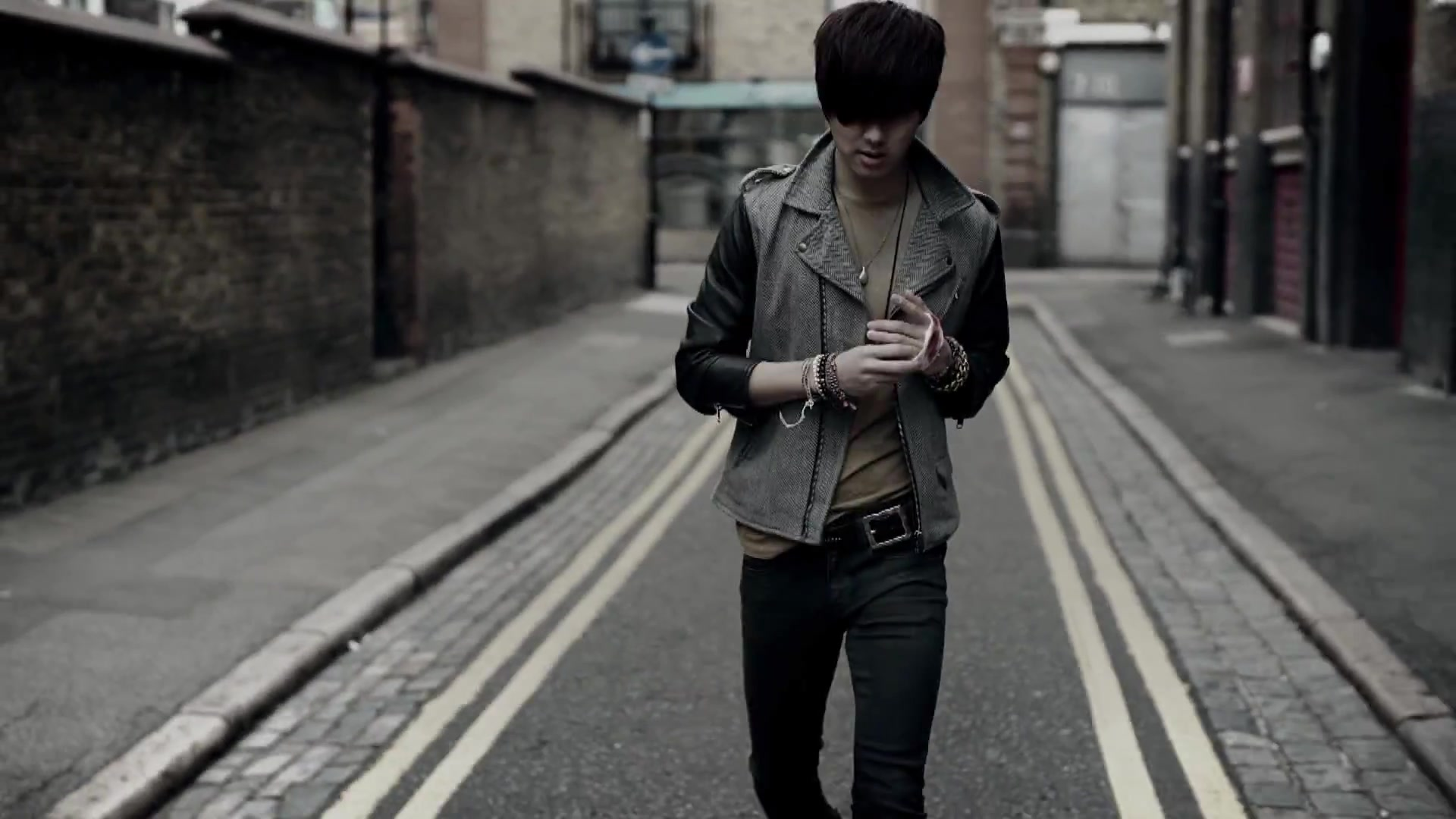 CNBLUE 4th Mini Album [Re-BLUE] Title song I'm Sorry MV 129