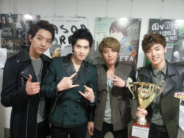 130213 Show Champion Win tweet