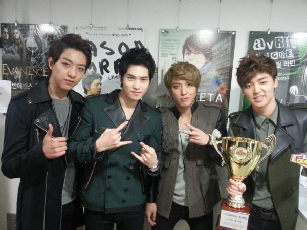 130213 Show Champion Win tweet