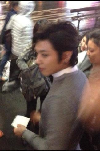 130602 CNBlue was filming something in Australia. Here is YongHwa. cr furrychan & Sarah Liang