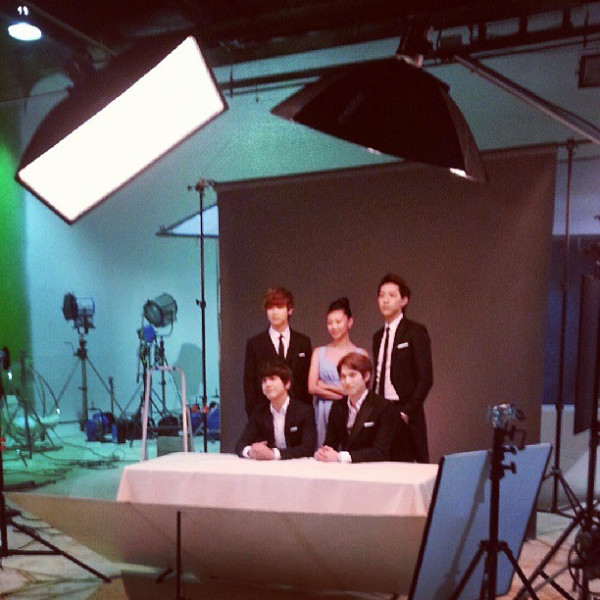 CNBLUE with model Yeo Yoni (Yeonhee)